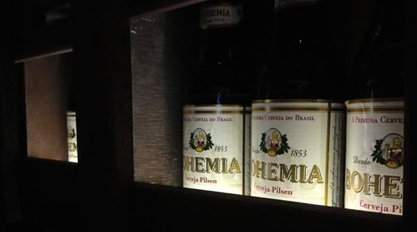 Garrafas de Bohemia na caixa