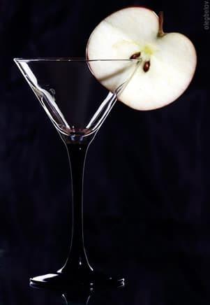 Taça de Martini com uma maçã