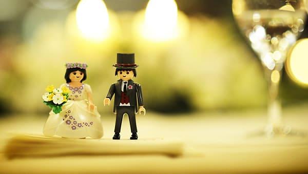 Bonecos Playmobil casando