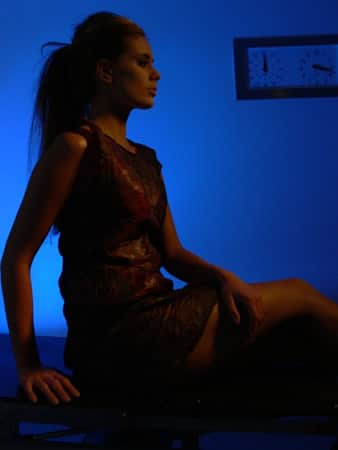 Mulher com o vestido Dress Wine