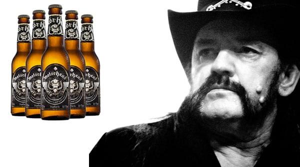 Vocalista do Motorhead olhando para a cerveja