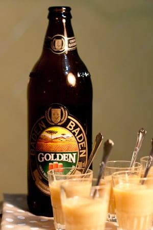 Brigadeiro de cerveja e garrafa da cerveja Baden Baden
