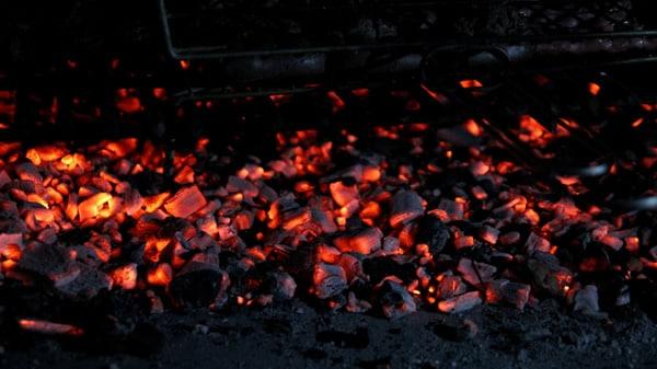 Carvão aceso