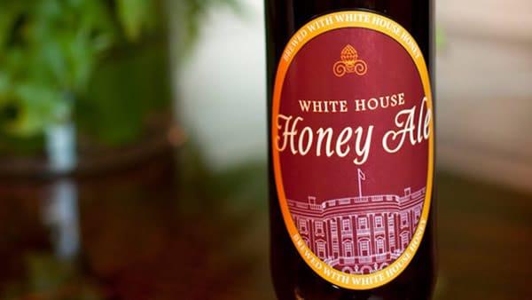 Garrafa da cerveja White House Honey Ale
