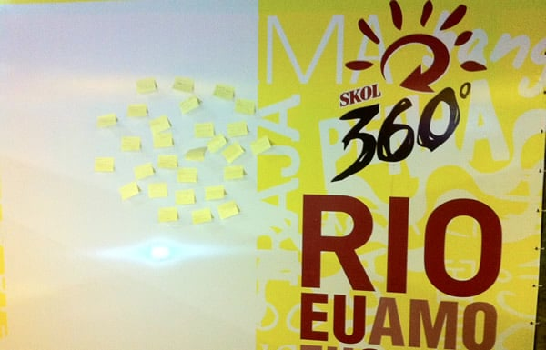 Painel da Skol 360 com post-its