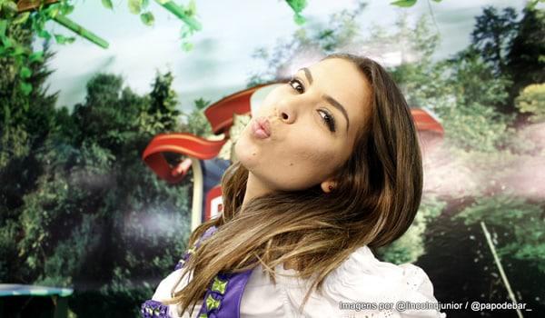 Nara mandando beijo