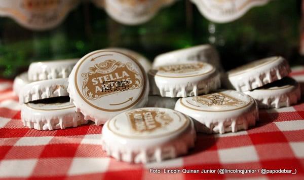 Tampinhas de garrafa da cerveja Stella Artois