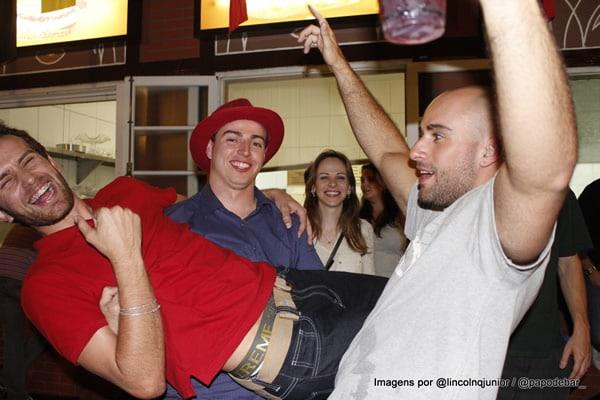 Homens bêbados