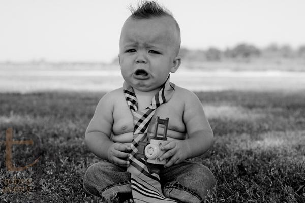 Bebê gordinho chorando