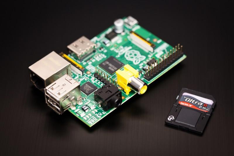 microcomputador raspberry pi, do tamanho de um cartão de crédito