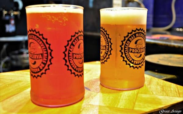 Copos de cerveja no evento Procerva