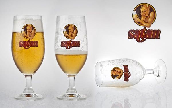 Copos da cerveja Satan