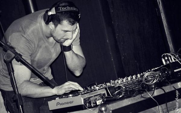 DJ mandando ver no evento Procerva