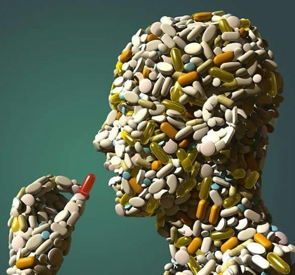 Homem feito de pílulas