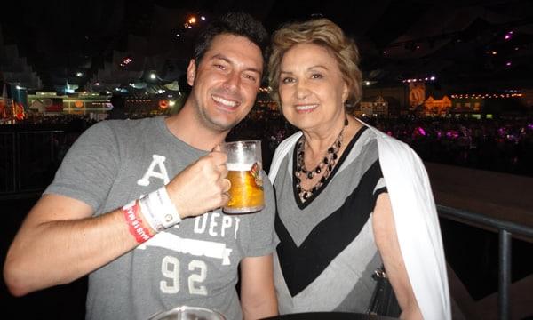 Renato e Eva Wilma brindando