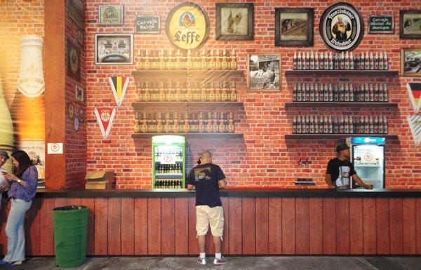 Stand da cerveja Leffe