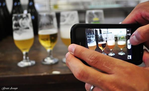 Tirando foto de cerveja no celular