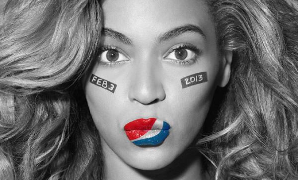 Beyoncé com o lábio pintado