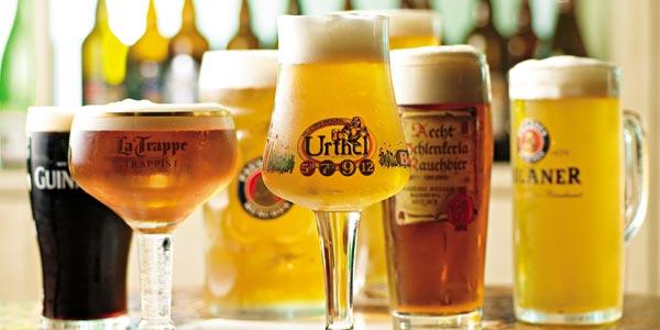 Várias cervejas premium diferentes