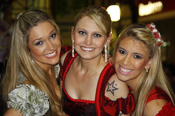 Três loiras lindas de Blumenau