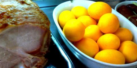 Pernil e ovos coloridos de boteco