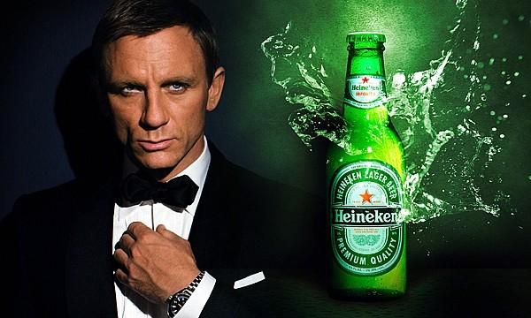 James Bond e uma garrafa de Heineken