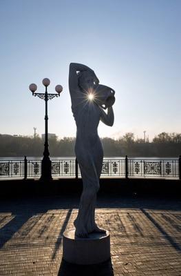 Estátua de Afrodite contra o sol