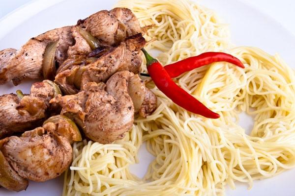 Macarrão com frango e pimenta