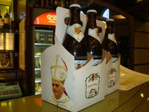 Caixa com a cerveja do Papa