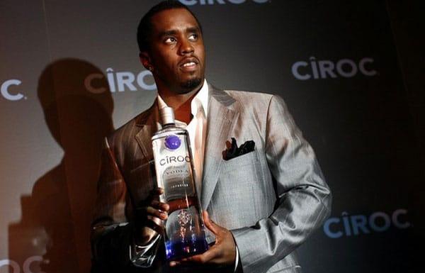 Sean Diddy com uma garrafa da vodka Ciroc
