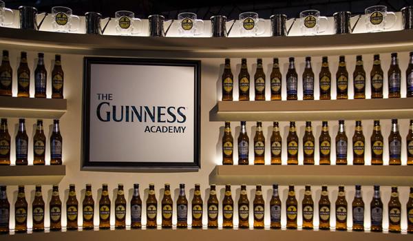 Entrada da Guinness Academy