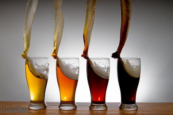 Tulipas de cerveja caindo