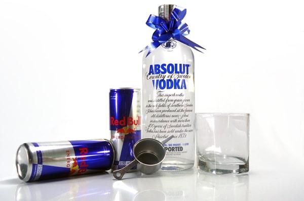Garrafa de Absolut com Red Bull
