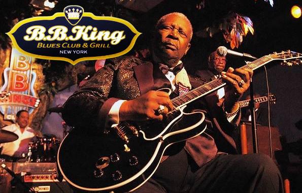 B.B King tocando guitarra