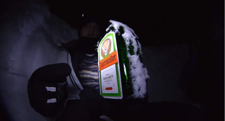 Garrafa de Jagermeister coberta de gelo