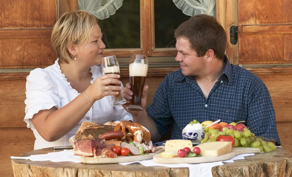 Café da manhã alemão, com cerveja