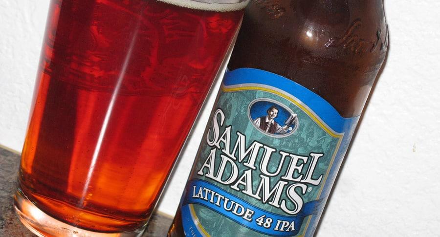 Garrafa da cerveja Samuel Adams Latitude 48 IPA