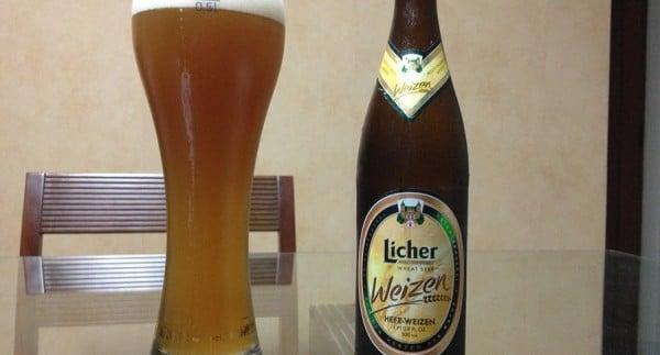 Garrafa e copo da cerveja Licher