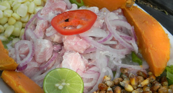 Tigela com ingredientes pro preparo do ceviche