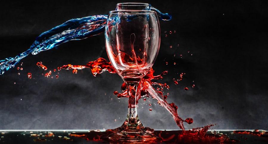 Taça de vinhos brasileiros encharcada