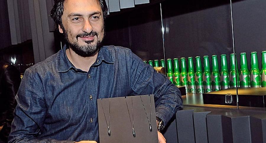 Designer que fez o colar da Heineken