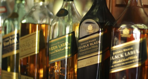 Johnnie Walker é a top entre as 5 bebidas destiladas mais valiosas do mundo