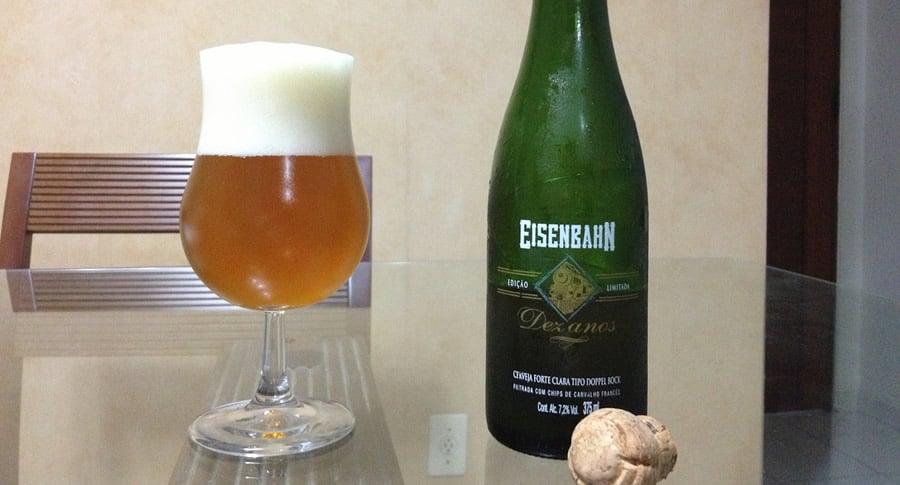 Garrafa e copo da cerveja Eisenbahn 10 anos