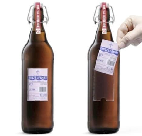 Garrafa da cerveja Stiegl, com o rótulo como passagem de onibus