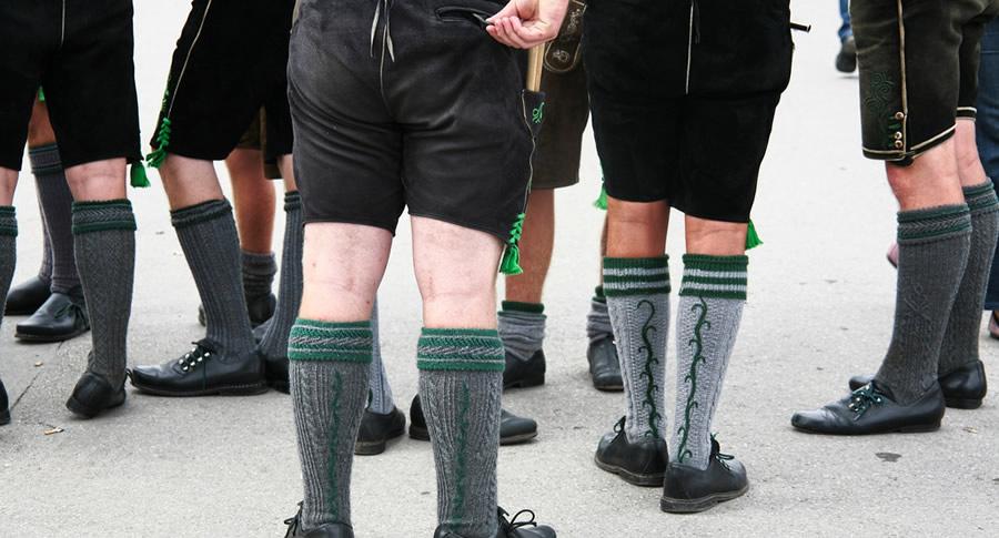 Homens vestidos de Fritz na Oktoberfest de Munique