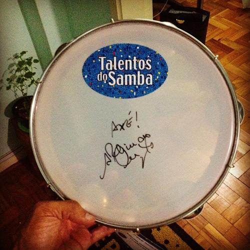 Pandeiro autografado pelo Arlindo Cruz