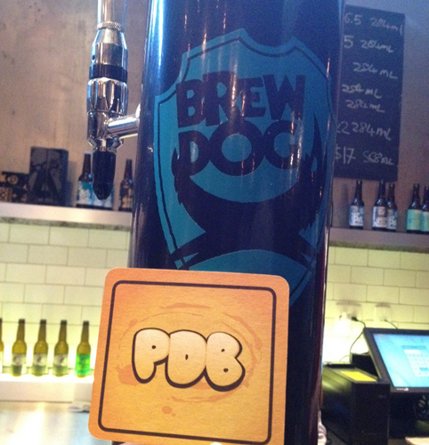Chopeira no Bar da BrewDog e bolacha do Papo de Bar