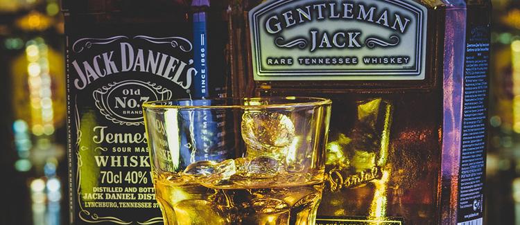 Garrafas de Jack Daniel's e Gentleman Jack