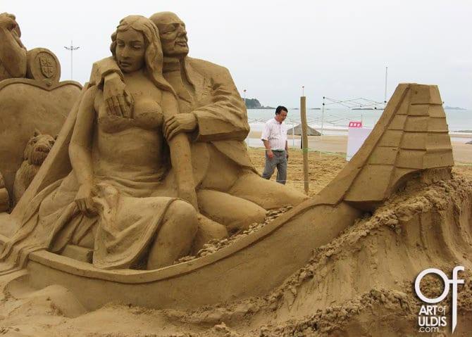 Casal feito de areia