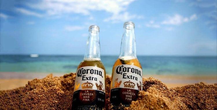 Garrafas da cerveja Corona Extra
